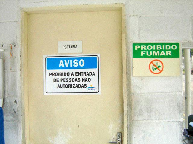 Confecção de placas de aviso