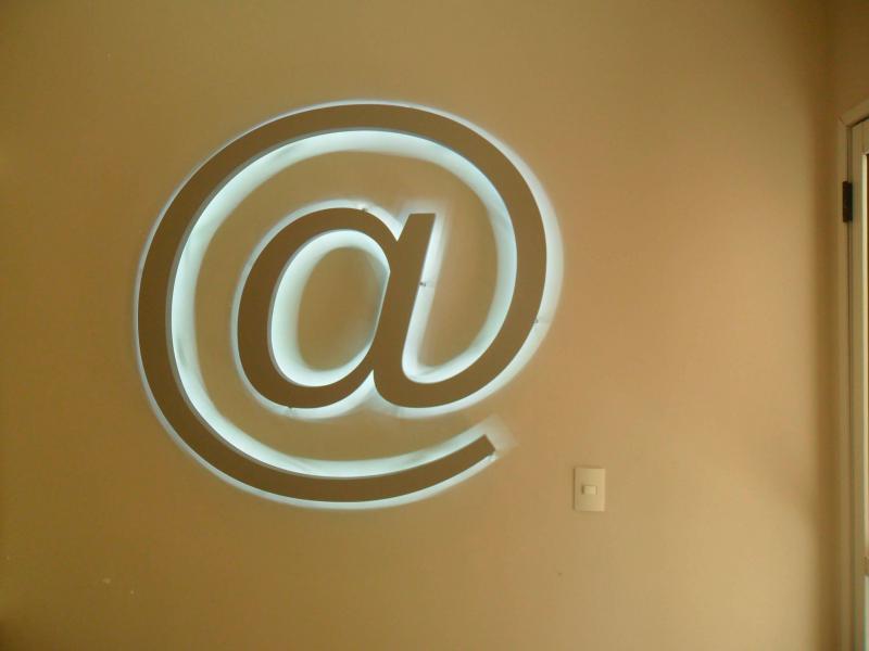 Letra caixa com iluminação