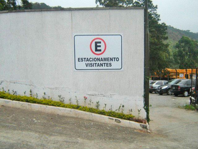 Placa de sinalização para condomínios