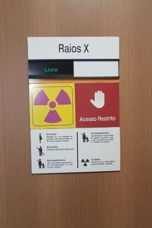 Placas de sinalização adesivas